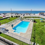 A True Cape Cod Getaway, Ocean View, Steps to Beach and Town Center