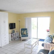 Oceanfront, 1 Bedroom Studio - Four Winds 10D