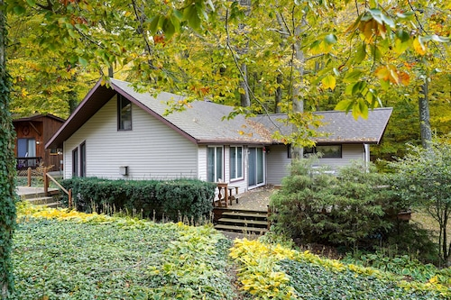 Charming Wooded Cottage With Lake Michigan Access!