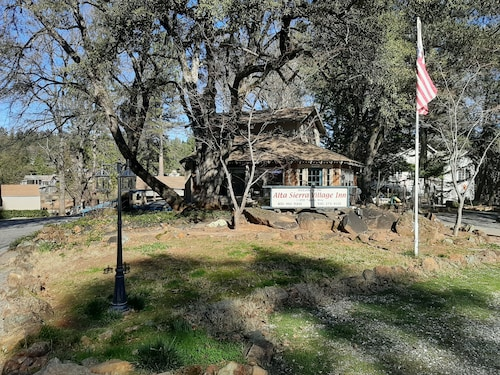 Alta Sierra Village Inn