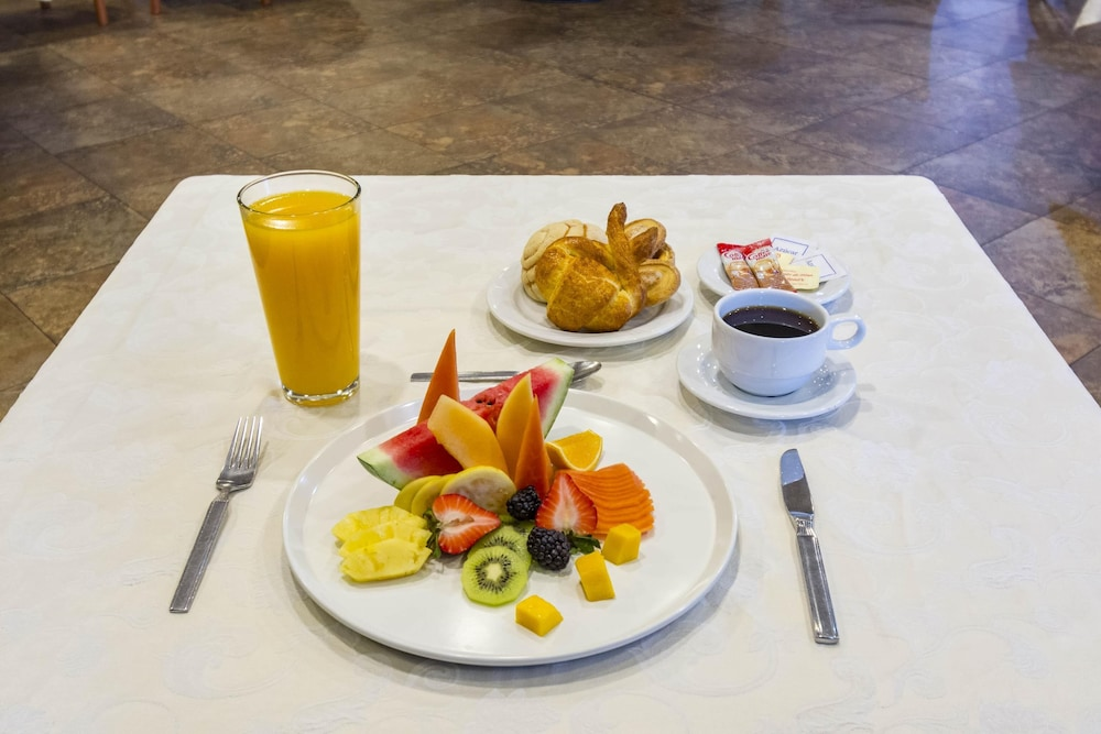 Breakfast Meal, Capital O Hotel Herederos