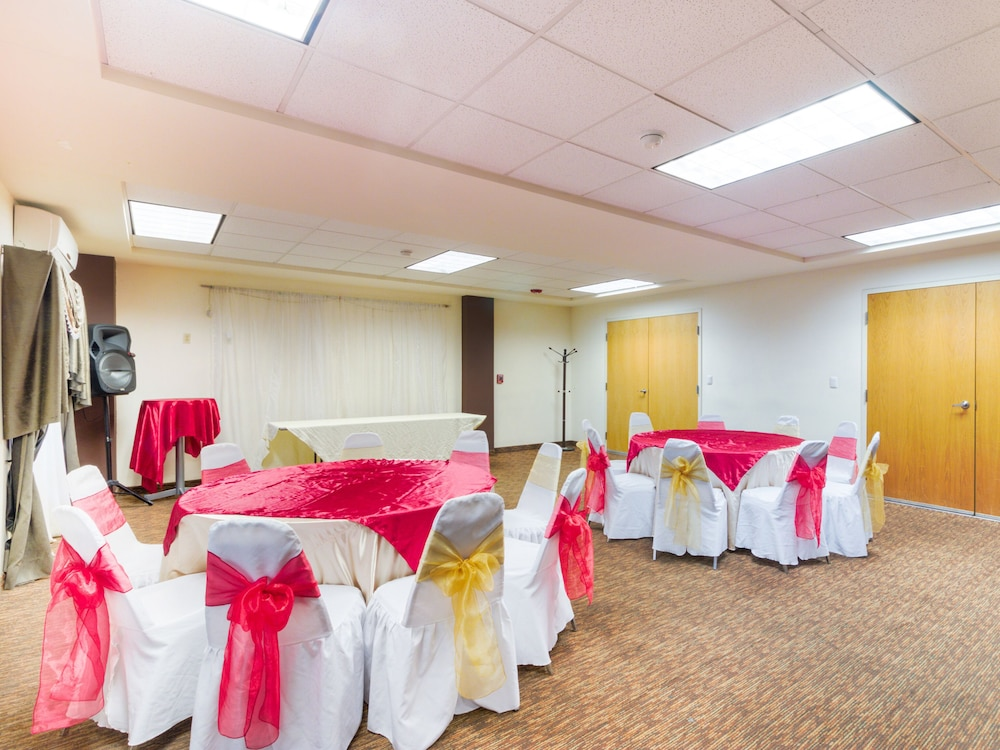 Banquet Hall, Capital O Hotel Herederos