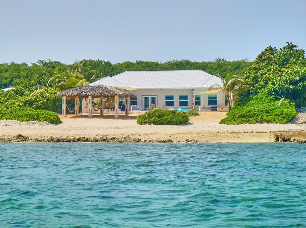 Featured Image, Barefoot Luxury Oceanfront Villa, 2 Master Suites, Pool
