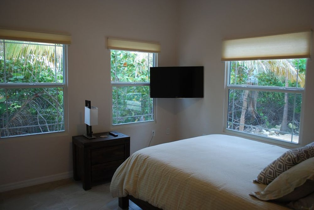 Room, Barefoot Luxury Oceanfront Villa, 2 Master Suites, Pool