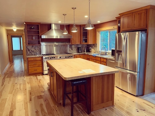 Location! Location! Central Truckee Luxury Home, Family Friendly, 3bd/2ba