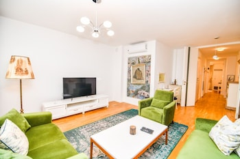 Modern 2bdr Apartment-best View- Free Parking