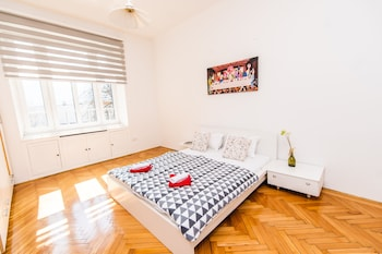 2bdr Apartment With the Balcony View-best Location