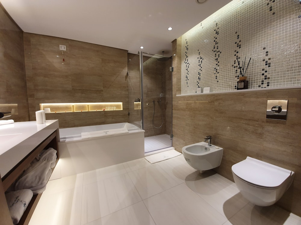Bathroom, Grand Hotel Millennium Sofia