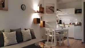 Mini-fridge, microwave, hob, espresso maker