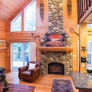 ?adventurers Basecamp in Snowline Luxury Ski Chalet W/hot Tub & Fireplace