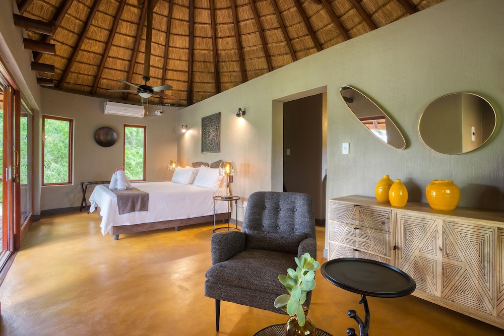 Room, Emhosheni River Lodge