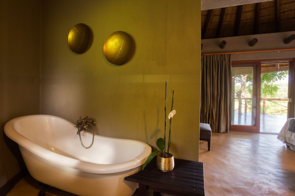 Bathroom, Emhosheni River Lodge