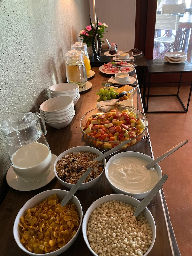Breakfast buffet, Emhosheni River Lodge