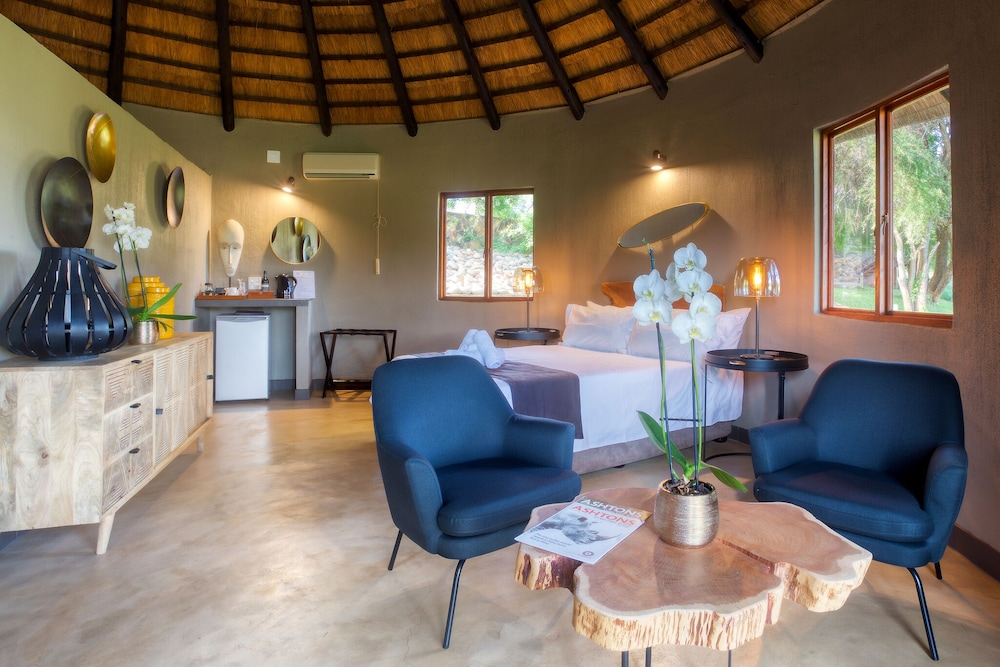Living Area, Emhosheni River Lodge