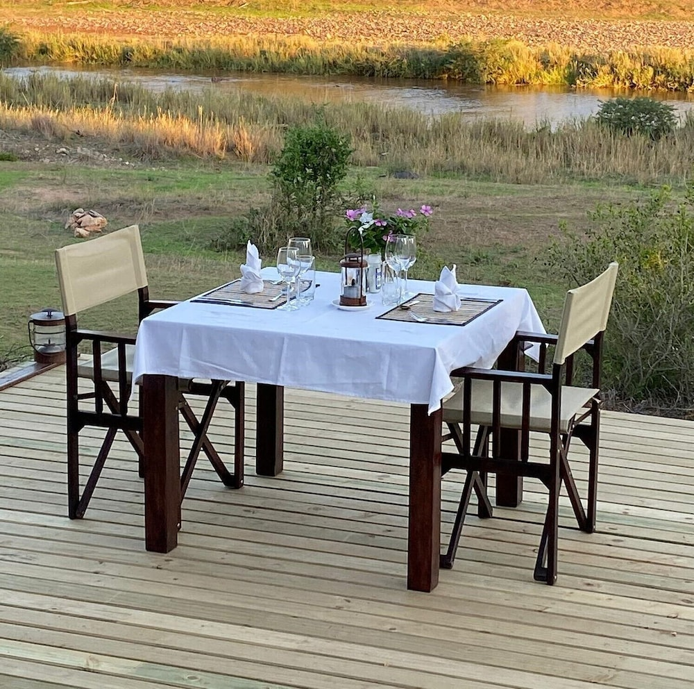Outdoor Dining, Emhosheni River Lodge