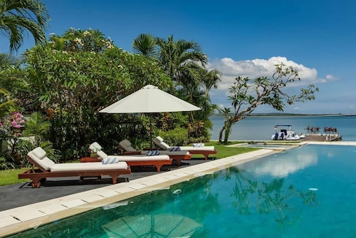 3 BDR Sunset Villa In Nusa Dua