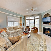 New Listing! Upscale W/ Pool, Near Beach 3 Bedroom Condo