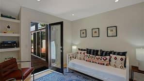 4 bedrooms, cribs/infant beds, Internet, linens