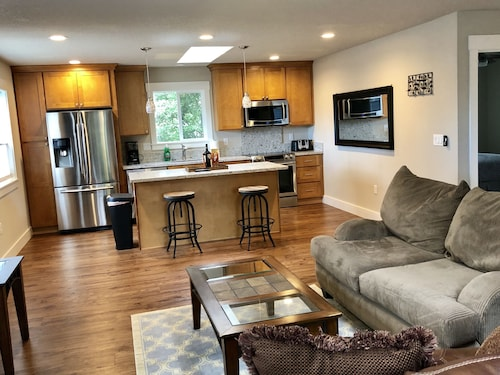 SE Portland New and Spacious 1 bed 1 Bath Unit