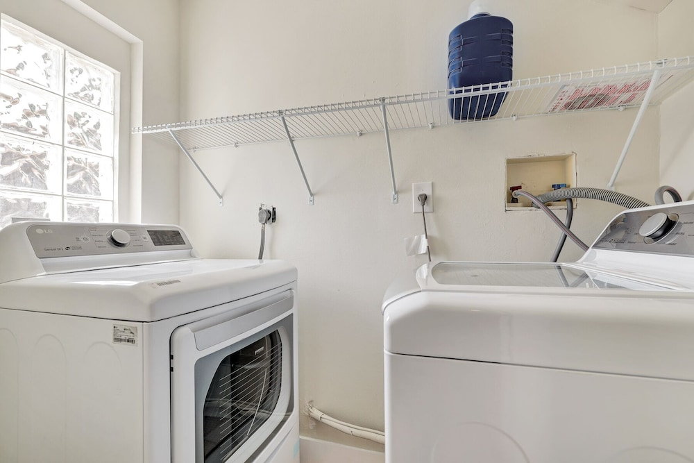 Laundry, Modern 6BR Estate/with Heated Pool-5 min Walk to the Beach
