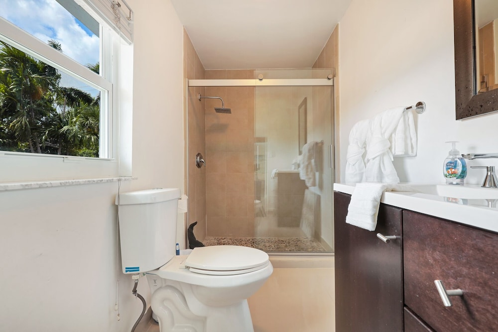 Bathroom, Modern 6BR Estate/with Heated Pool-5 min Walk to the Beach