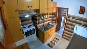 Großer Kühlschrank, Ofen, Herdplatte