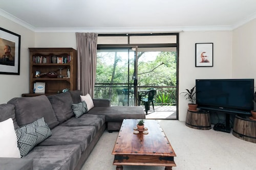 Bright 3 Bedroom Apartment in Leafy Artarmon