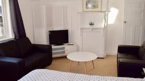 3 bedrooms, laptop workspace, iron/ironing board, free WiFi