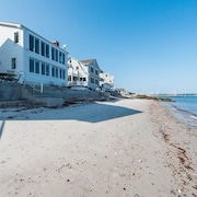 Direct Oceanfront Pristine Home, Niantic Bay, Views,sunrises, Beach w/ Patio