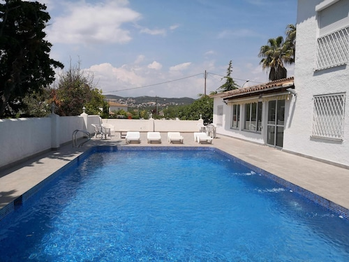 Villa With Large Pool in Residential Area