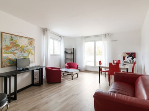 Bright Flat With Terrace in St Denis, 2 min From Stade de France - Welkeys