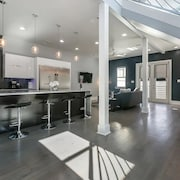 Contemporary Big Easy Pad...mins to French Quarter