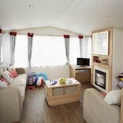 Exmouth Holiday Home, Sleeps 6 With Pool
