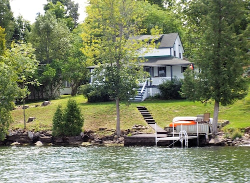 Astra Blue Cottage Waterfront on Lower Rideau Lake. Best Views, Sunsets, Great Swimming