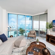 Elite Sky Tower Miami - Condo W/access to Basketball Court & Golf Simulator