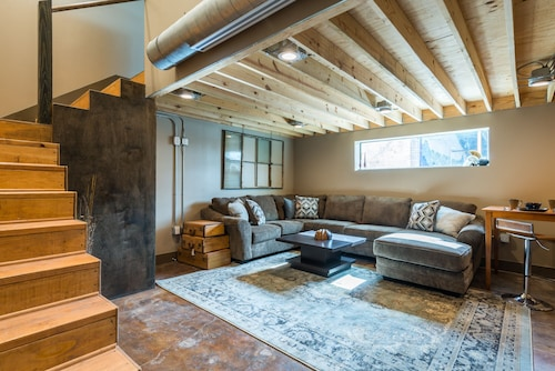 #2 Urban Warehouse Loft in Deep Ellum