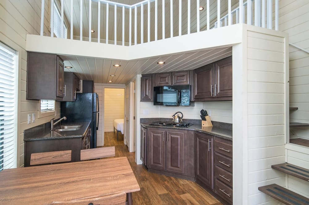 Private Kitchen, Deluxe Cabin Sleeps 6 at Resort