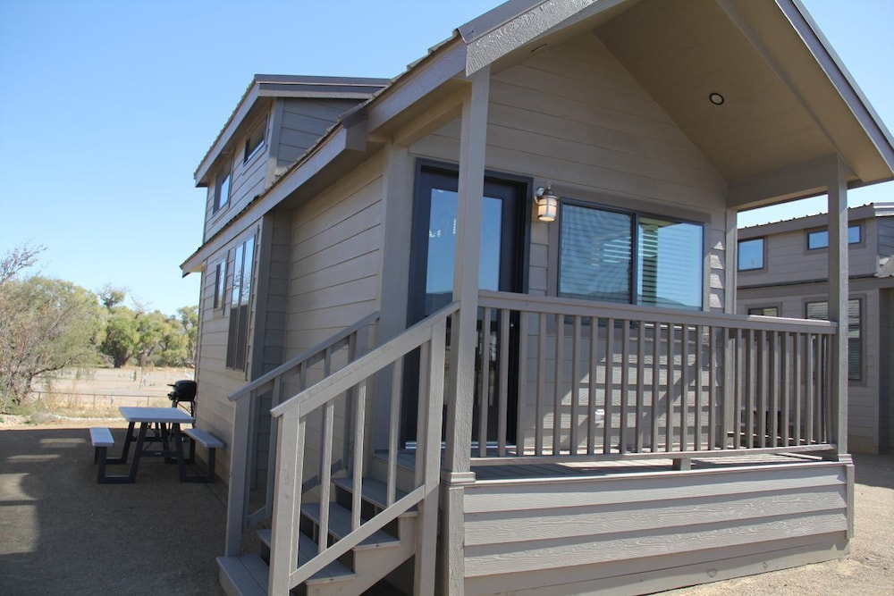 Featured Image, Deluxe Cabin Sleeps 6 at Resort