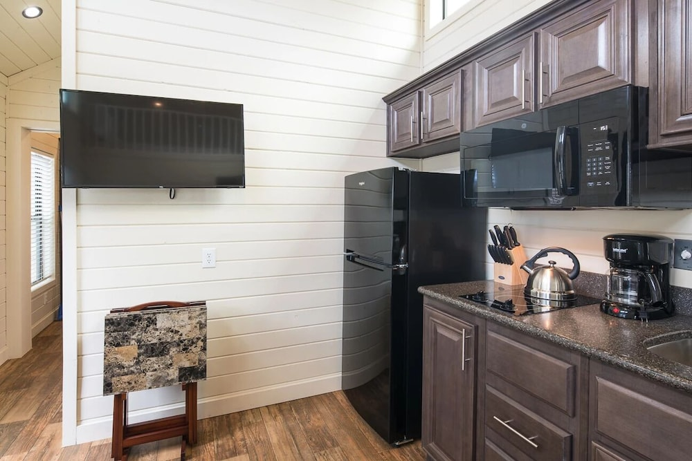 Private Kitchen, Deluxe Cabin Sleeps 8 at Resort