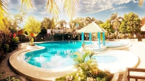 2 outdoor pools, cabanas (surcharge)