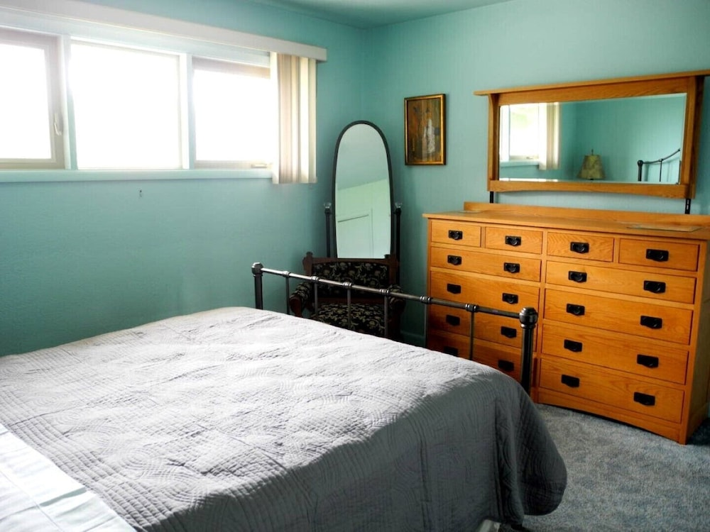 Room, Crows Nest House in Coos Bay!