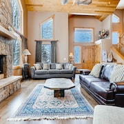 Luxurious All-suite Ski W/ Hot Tub 5 Bedroom Duplex