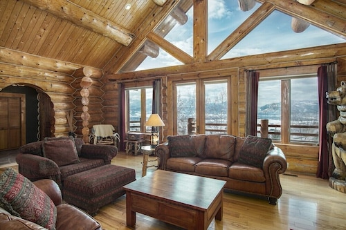 4 Bedroom Mountain Cabin in Huntsville, Utah Sleeps 10!