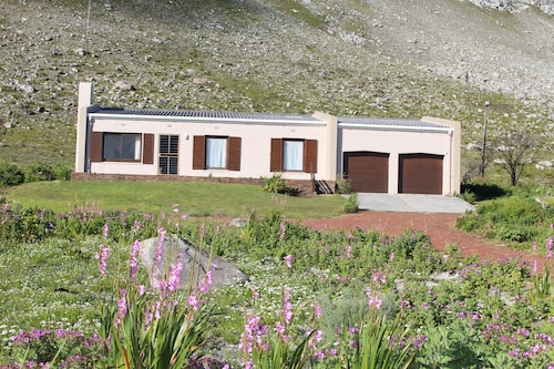 Bergroos is a Self-catering, Holiday Home Situated Close to the Botanical Garden