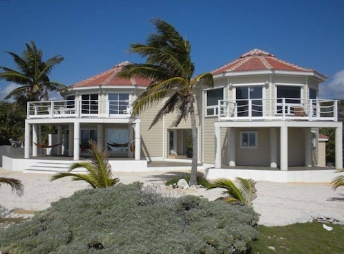 THE Ultimate Luxury Botanical Family Estate Very Large 3,480 Sqft ON THE Beach!!