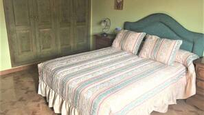 2 bedrooms, iron/ironing board, linens, wheelchair access