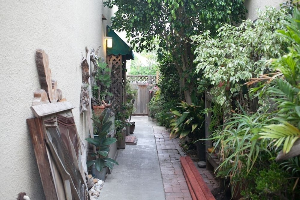 Property Grounds, Charming Private Mission Bay Cottage