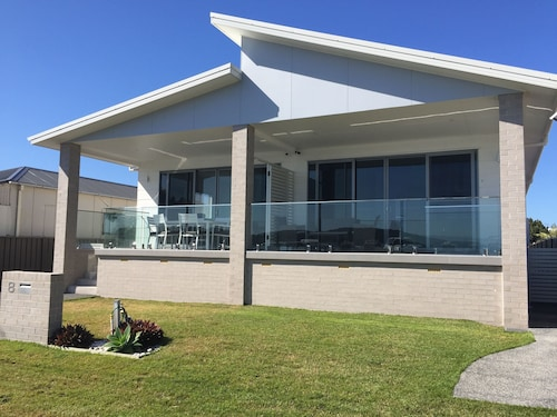 Swansea Lakeside Retreat is a Large Property on the Shores of Lake Macquarie