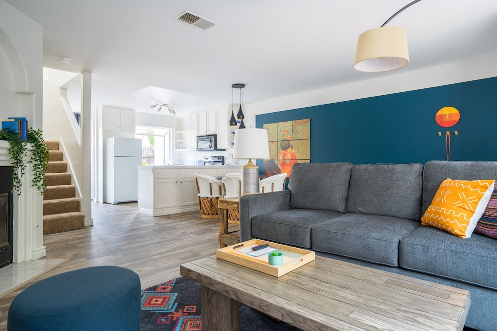 Featured Image, WanderJaunt | Emerald St Townhomes