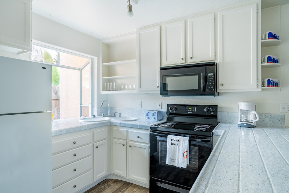 Private Kitchen, WanderJaunt | Emerald St Townhomes